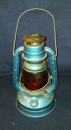 Dietz Little Wizard Railroad Lantern Antique Great Condition Blue With Red Globe