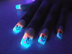 Check out this glowing French tip nails. Give an edge to your nails by coating the tip with glow in the dark polish while adding cute and strong caricatures on top.