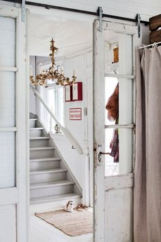 Barn doors today are becoming part of interior decoration in many houses because they are stylish. When building a barn door on your own, barn door hardware kit Vintage Doors, Antique Doors, Old Doors, Windows And Doors, Antique Glass, Panel Doors, Sliding Barn Door Hardware, Sliding Doors, Rustic Hardware