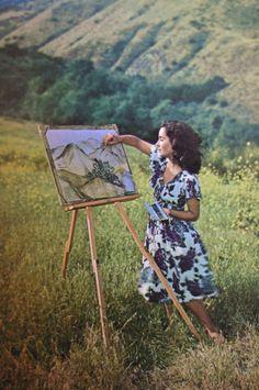 ღღ Elizabeth Taylor, circa 1945, painting the Southern California landscape.