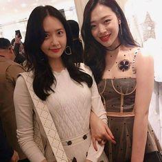 Солли и Юна на показе Dior#sulli#yuna#snsd#fx#kpop#kpopstar#superstark#dior#fashion#exo#redvelvet#twice#blackpink#bts#bigbang#gfriend#mamamoo#exid#ioi#aoa#cl#hyuna#2ne1#girlsday#yura#admin_Yumi
