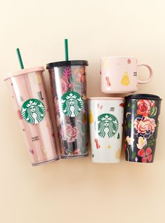 do's New Starbucks Collab Is Fall-Themed & Finally Available In The U. - - This new fall collection marks the first time a Ban.do and Starbucks collaboration has been available in the United States. Starbucks Logo, Copo Starbucks, Starbucks Coffee Cups, Starbucks Tumbler Cup, Personalized Starbucks Cup, Starbucks Venti, Custom Starbucks Cup, Starbucks Drinks, Starbucks Water Bottle