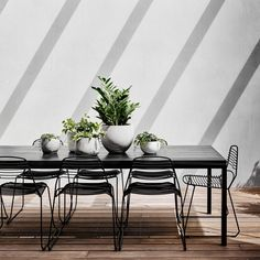 Burnley House linear table jak chairs