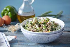 Χορταστική και νόστιμη, αυτή η τονοσαλάτα είναι ιδανική τόσο για να πλαισιώσει το τραπέζι σας όσο και για να γίνει το κυρίως γεύμα σας! Η απόφαση, δική σας! Salad Bar, Salad Recipes, Potato Salad, Salads, Potatoes, Ethnic Recipes, Soups, Dressing, Pies