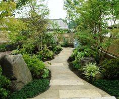 Pocket Garden, Green Rooms, Japanese House, Plant Design, Flower Beds, Backyard Landscaping, Wrought Iron, Sidewalk, New Homes