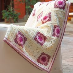 Anabelia craft design: Willow crochet square baby blanket... and crochet lace news!