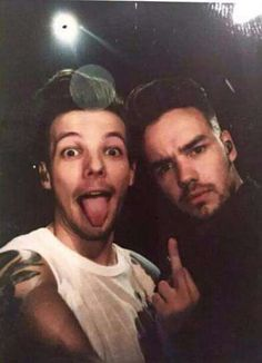 Find images and videos about one direction, niall horan and louis tomlinson on We Heart It - the app to get lost in what you love. Niall Horan, Zayn Malik, One Direction Wallpaper, One Direction Pictures, One Direction Memes, I Love One Direction, One Direction Party, One Direction Tattoos, Liam Payne
