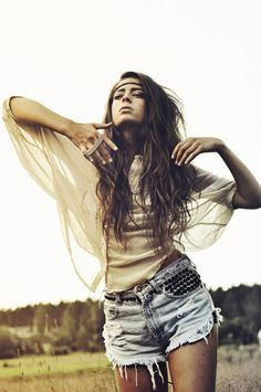 Carefree boho chic. For the BEST Bohemian fashion trends FOLLOW http://www.pinterest.com/happygolicky/the-best-boho-chic-fashion-bohemian-jewelry-gypsy-/ now.