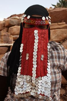 Jordan |  Portrait of a Bedouin woman, who was selling souvenirs in Petra |  © Walter Callens