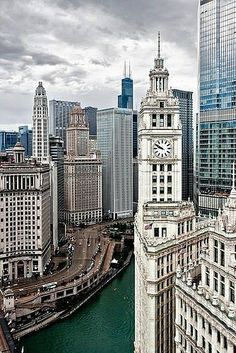 Chicago river building