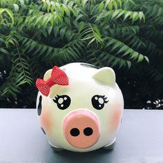 Piggy 🐽 Vaquita 🐮 Recordatorios Para cumpleaños! Diseños escogidos por el cliente. Alcancías Personalizadas, 100% pintadas a Mano 🎨 ✍🏻 • •… Color Crafts, Baby Shower, Piggy Banks, Pigs, Instagram, Ideas, Pig Decorations, Decorated Flower Pots, Shell Art