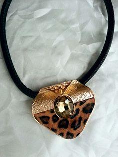 Leopar gemstone necklace