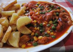 Guatitas a la jardinera Chilean Recipes, Chilean Food, My Favorite Food, Favorite Recipes, Dried Apples, Recipe For Mom, Chana Masala, Main Dishes, Food And Drink