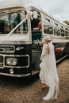 From the couples style to the transportation, we love how this bride incorporated her love for all things vintage into every detail of her wedding day. | Image by Natalie J Weddings