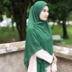 Bidadari turun kebumi ke ni    Cantik sangat kan model ni pakai walawe emerald green... xpayah starch pon menjadi! Rm45 jek . Nak terus ws
