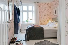 my scandinavian home: Gothenburg apartment with a touch of modern-romantic wallpaper Feminine Bedroom, Cosy Bedroom, Pretty Bedroom, Floral Bedroom, White Bedroom, Scandinavian Apartment, Scandinavian Bedroom, Swedish Bedroom, Bedroom Colors