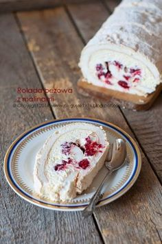 : ROULADE beige with raspberries Best Dessert Recipes, Sweet Recipes, Delicious Desserts, Cake Recipes, Yummy Food, Polish Desserts, Pudding Recipes, Pavlova, Sweet Cakes
