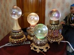 Illuminated crystal ball - scale miniature by Jo Med Haunted Dollhouse, Haunted Dolls, Dollhouse Miniatures, Fairy Furniture, Dollhouse Furniture, Vitrine Miniature, Witch House, Mini Things, Miniture Things