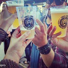 """#Akiva combina com cerveja artesanal! Todo mundo """"akivado"""" na @cervejariathreelions !! Estaremos em Sampa, 28/08 na Feira da Vila Madalena, na rua Wisard.    Akive-se!!! #Akivaacessorios #Akivese  #acessórios #amigos #cerveja #cervejaartesanal #cervejaria #threelions #sjctem #012 #compredequemfaz #saude #cheers #lechaim #pulseirismo #Couro #Leather #leathercraft"""