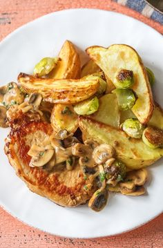 Pork Recipes Easy pork recipe with a creamy mushroom pan sauce Pork Lion Chops Recipes, Pork Chop Recipes, Mushroom Pork Chops, Mushroom Sauce, Mushroom Chicken, Hello Fresh Recipes, Healthy Food Delivery, Delivery Food, Mushroom Recipes