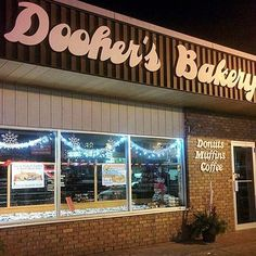 Regram from @doohers_bakery - looking festive! Dooher's Bakery is stop #29 on the #ButterTartTour in #Cambellford  #buttertarts #buttertart #dessert #bakery #doohers #northumberland #kawarthasnorthumberland #happyholidays #festive #holidaydecorations #loveONTfood
