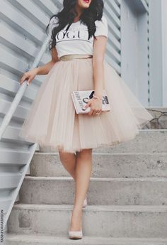 Jupon en tulle : Ways to wear the midi tulle skirts Diy Tulle Skirt, Tulle Tutu, Tulle Skirts, Tulle Skirt Outfits, Adult Tulle Skirt, Tutu Skirt Women, Midi Skirt, Mode Outfits, Fashion Outfits