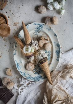Creamy Vegan Vanilla N'Ice Cream with Coconut Cookie Crumble & Chocolate Magic Shell From Vanelja and Tuulia's New Book { all vegan + gluten free } | Hortus Natural Cooking