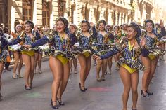 Carnival Girl, Carnival Outfits, Cute Skirt Outfits, Cute Skirts, Perfect Legs, Great Legs, Black Cheerleaders, Carnival Festival, Latin Women