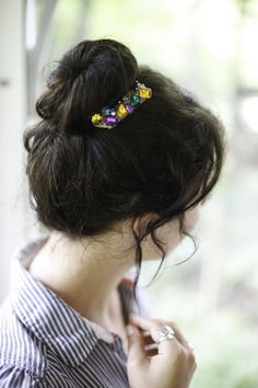 Bling Your Bun! Make Easy Jeweled Hair Combs | http://helloglow.co/diy-hair-combs/