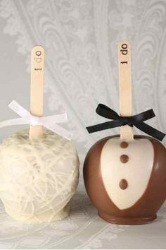 Candy apple wedding favours definitely want these! Autumn Wedding, Our Wedding, Wedding Gifts, Wedding Cakes, Wedding Stuff, Apple Wedding Favors, Edible Wedding Favors, Chocolate Apples, Caramel Apples