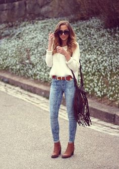 Stylish Street Style: Chic Autumn Outfit Inspirations [PHOTOS] - Women's Wear - Autumn Outfit - Tips & Tricks - Fashion News - Tips - Street Style Casual Outfits, Fashion Outfits, Womens Fashion, Fashion Trends, Fashion News, Fashion Scarves, Fashion Bloggers, Casual Wear, Fashion Models