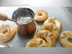 Ingrédients et préparation : 250 gr de farine 25 gr d'amandes en poudre 125 gr de sucre glace 1 pincée de sel 15 g de lait en poudre ½ sachet de levure 100 gr de beurre 1oeuf+ 1 jaune d'œuf 1 c c de vanille 1 jaune d'œuf pour la finition Facultatif :...