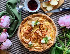 Das komplette Rezept findet ihr auf Thoms Küchen.block  #nachspeise #dessert #applecake #apfelkuchen #kuchen #apfel #backkunst #kulinarik #rezeptideen #soulfood #guteküche #hausmannskost #einfacherezepte #esskultur #backrezepte #backen #backenmachtspaß #diykitchen #österreichischeküche #österreichischerezepte #speisen #speisundtrank #rezeptezumnachmachen #cooking #schnelleküche #schnellerezepte #blitzrezepte #spezielleernährung #weltküche #zubereitungsart #backebackekuchen #baking Strudel, Ethnic Recipes, Desserts, Food, Fast Recipes, Food Food, Tailgate Desserts, Deserts, Essen