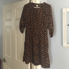 Dress Old navy leopard dress great material flattering fit! Old Navy Dresses Midi