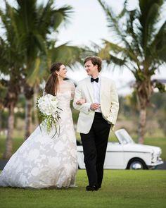 Destination Wedding at the Lyford Cay Club by Christian Oth Studio   Mira Zwillinger Wedding Dress