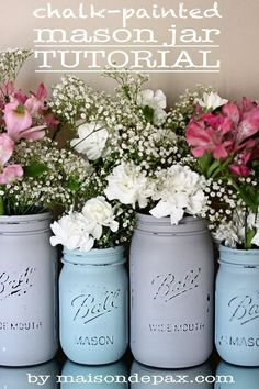 Mason Jar Tutorial Click through for step-by-step instructions to create your own gorgeous painted mason jars!Click through for step-by-step instructions to create your own gorgeous painted mason jars! Mason Jar Projects, Mason Jar Crafts, Bottle Crafts, Diys With Mason Jars, Chalk Paint Mason Jars, Painted Mason Jars, Distressed Mason Jars, Vintage Mason Jars, Chalkboard Paint