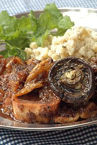 Oxtail Potjie with Stout. Ina Paarman Oxtail Potty with Stout. Braai Recipes, Oxtail Recipes, Lamb Recipes, Slow Cooker Recipes, Meat Recipes, Cooking Recipes, Beef Oxtail, Kos, Food For The Gods