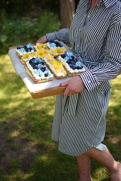 Sweden Flag, Flag Cake, A Little Party, Fika, Sugar Free Recipes, No Bake Desserts, Free Food, Picnic Blanket, Brunch