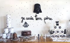 DIY Birthday Star Wars Tous les tips pour une fête Star Wars by Moma Star Wars Party, Theme Star Wars, Star Wars Decor, Star Wars Cake, Party Kit, Diy Party, Legos, Starwars, Party World