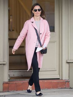 Pippa Middleton wearing Claudie Pierlot Notched-Lapel Wool and Cashmere-Blend Coat in Pink and Pop & Suki Camera Bag in Black Pippa Middleton Dress, Kate Middleton Wedding, Middleton Family, Pippa And James, Kate And Pippa, Shopping Day, West London, Celebrity Style, Stylish