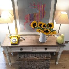 We love how Lea @thecowbarn has styled our Carisbrooke Console Table with pops of colour and a cheerful bunch of sunflowers.