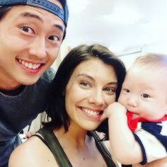 The Walking Dead- angelakkang: The first time Ethan met Steven Yeun and Lauren Cohan, we joked that he could be their baby…. We love you so, Scott Wilson Steven Yeun Lauren Cohan… Glenn The Walking Dead, The Walk Dead, Walking Dead Pictures, Walking Dead Memes, Steven Yeun, Lauren Cohan, Carl E Enid, Glenn Y Maggie, Rip Glenn