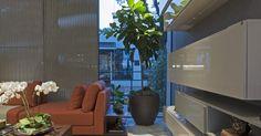 Sala de estar com vaso de flor Grande