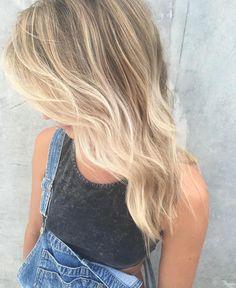 Creamy #freehand #balayage by @sarah_edwardsandco #edwardsandcobyronbay #blonde #byronbay