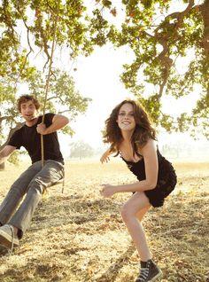 Kristen Stuart (Bella Swan) and Robert Pattinson (Edward Cullen)