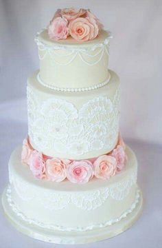 Love the lace look on the cake.