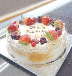 【ホールアイスケーキ(M)】自家製のホールアイスケーキ。中にたくさんの冷凍フルーツ(ラズベリー、ブラックベリーなど)が入ってます。エアーがいっぱい入った生クリームとメレンゲ、卵黄で作られたその生地はとてもまろやかです。お誕生日、プレゼントに…メッセージを添えておくります。商品ページ→ http://lorian.shops.net/item?itemid=4816