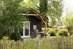 Gehele woning/appartement in Heerde, NL. Het houten huisje aan de rand van de Veluwe, staat voor rust en privacy met uniek weids uitzicht over het Veluwse land. Dé plek voor romantici, rustzoekers en levensgenieters!
