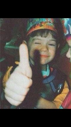 Harry Styles - One Direction : Yet another baby Styles photo! Thumbs up for Hazza! Harry Styles Baby, Harry Styles Lindo, Fetus Harry Styles, Harry Styles Fotos, Harry Styles Memes, Harry Styles Pictures, Harry Styles Imagines, Harry Edward Styles, Grupo One Direction