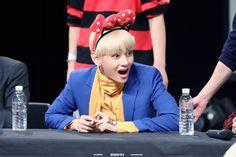 V ❤ BTS at the Mokdong Fansign #BTS #방탄소년단